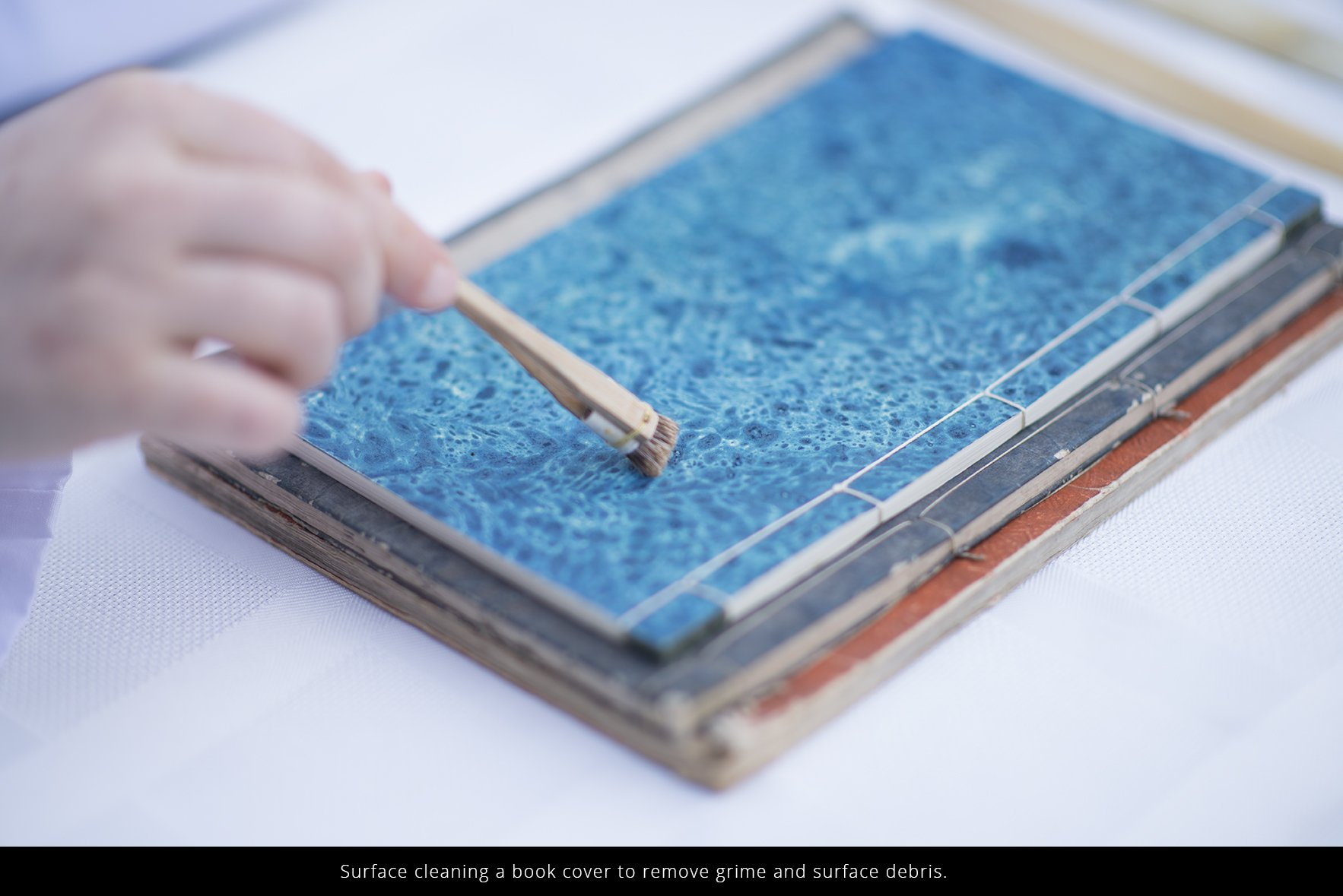 book-conservation-cover-cleaning-dusting